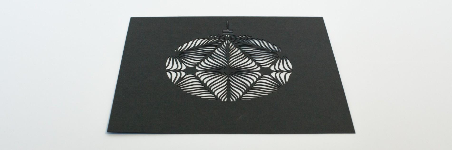 Weihnachtskarte mit Lasercut in Papier